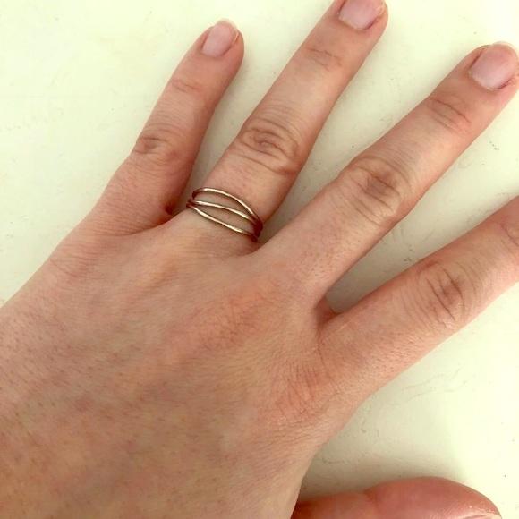 59e5335c24007 Elsa Peretti 3 row wave 18k White gold ring